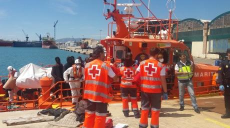 CRE Málaga - 15.04.16 Atención a personas rescatadas de patera